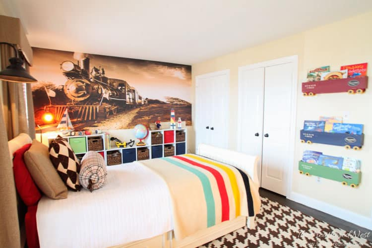 boys DIY room with transportation and train theme from www.heatherednest.com