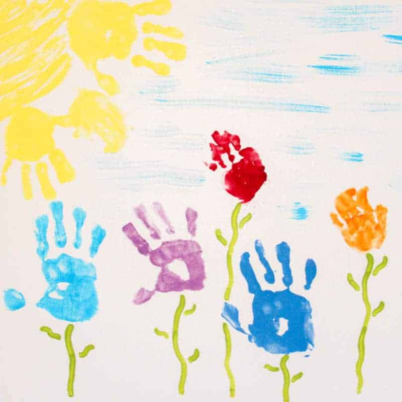 Capture those little paw prints forever with these simple handprint art ideas for every season! I LOVE these!! #handprints #handprintideas #handprintcrafts #handprintartkids