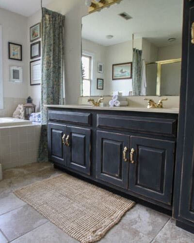 Need a bathroom makeover on a $0 budget? IT'S POSSIBLE! Come see this $0 bath makeover now at Heathered Nest!!