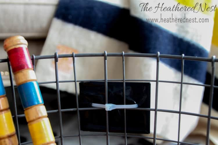 Make this rolling DIY storage bin/wire basket in 5 minutes, without tools! heatherednest.com