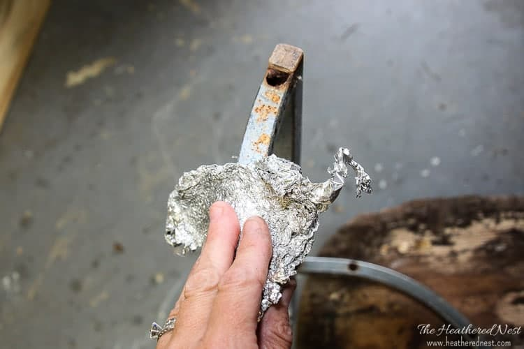 This is AMAZING!! Never thought to try this. And it's basically FREE!! WOW. Gotta save this rust removal DIY technique.