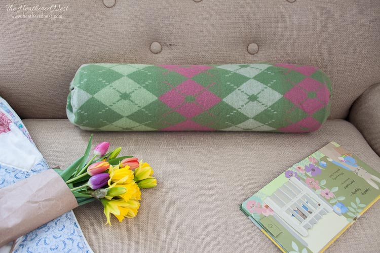 Lots of BOLSTER PILLOWS! And DIY pillow covers/NO SEW bolster covers! This is such a QUICK, EASY IDEA!!!