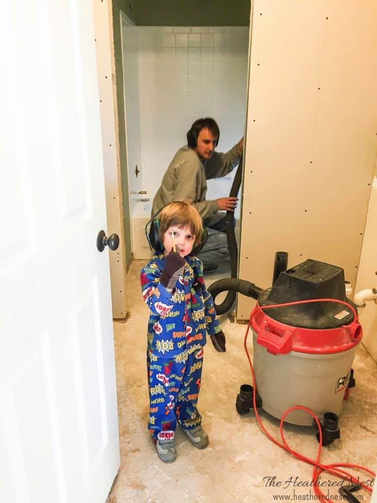 $1800 Kids bathroom/DIY bathroom makeover at www.heatherednest.com !! The AFTER is fantastic!!