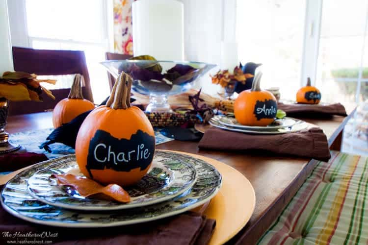One Minute Fall/Halloween/Thanksgiving Chalkboard Pumpkin Place Cards! LOOK! SO EASY! heatherednest.com