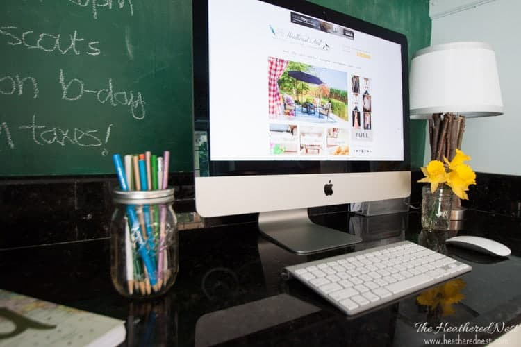 Desk ideas for a kitchen office and a DIY family command center makeover for $0 WOW!! from www.heatherednest.com