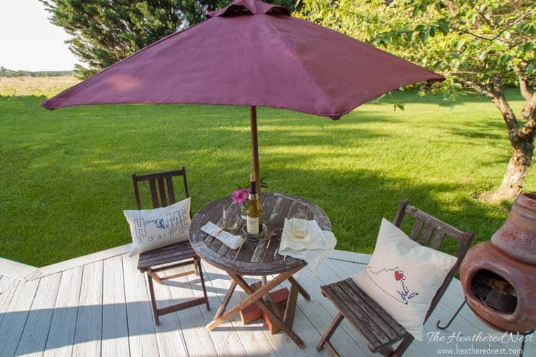 NEVER would have thought to try this!! DIY Umbrella Painting-DIY painted patio umbrella from www.heatherednest.com