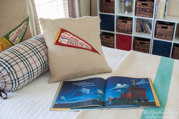 DIY Pillows with vintage pennants! A fun, easy project that you can personalize so many different ways! Make one for your alma mater, or your kids' baseball team...so many great ideas! from www.heatherednest.com