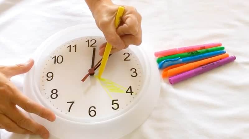 Easy, DIY after school routine clock for PARENTS. Let's face it, the kids are uncontrollable. This is just our personal, grasping at straws attempt to keep ourselves sane for the hours of 4pm-bedtime #afterschoolroutine #routineclock #afterschoolschedule #DIYclock #schedulingtipsforparents #familyschedulingideas