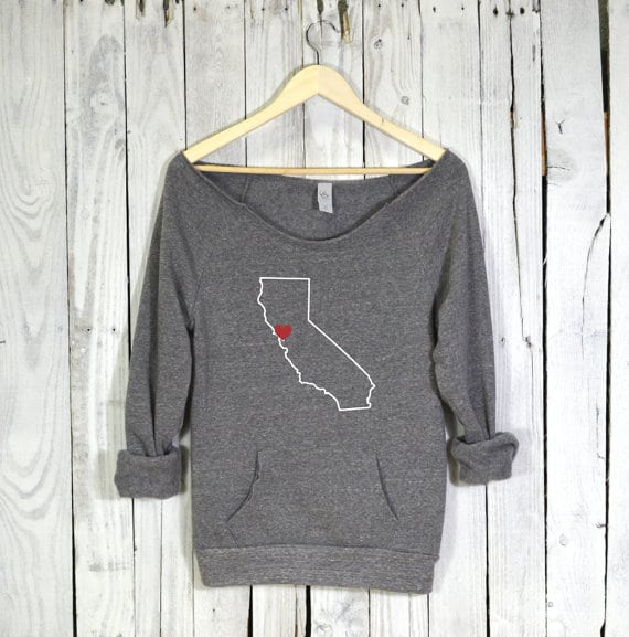 Love this sweatshirt! So cozy! Loving this whole Etsy Holiday Gift Guide!