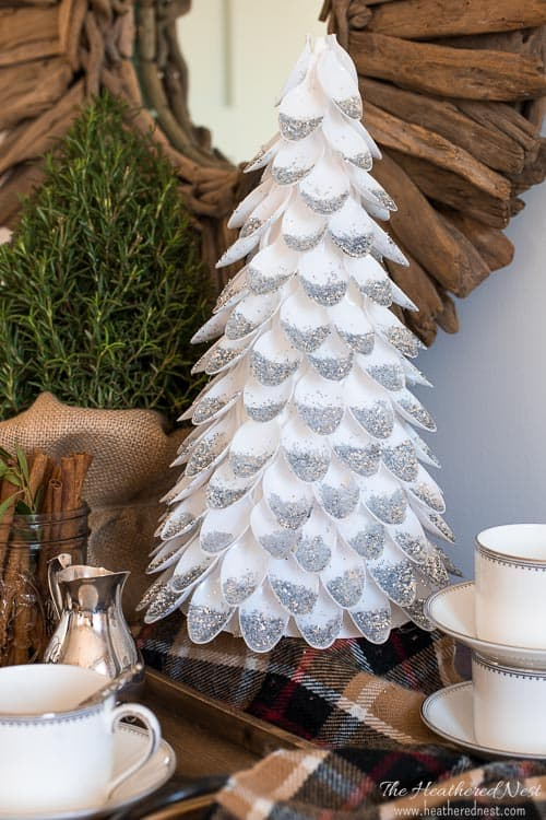WHAAT? A DIY Christmas Tree made from plastic spoons? LOVE this popular plastic spoon craft from heatherednest.com