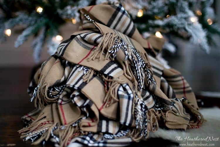what a simple, beautiful DIY garland idea! Winter scarf garland!! Love this popular look :) from heatherednest.com