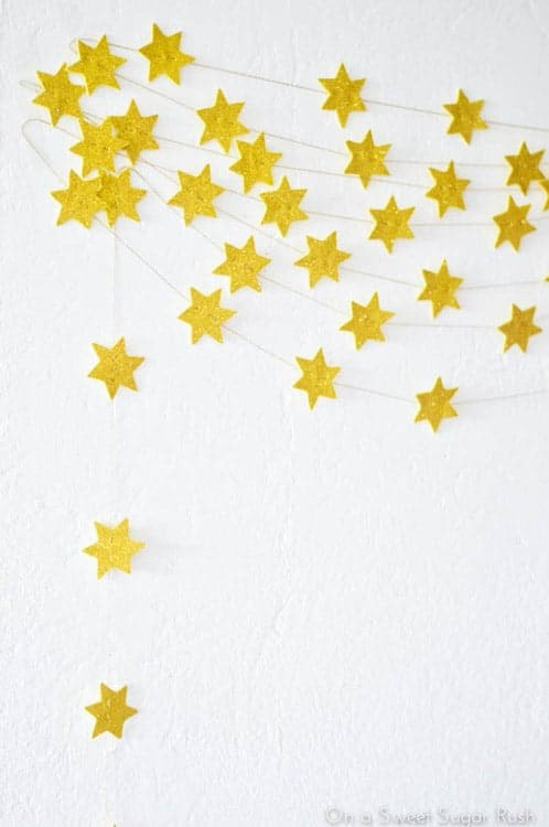 diy_star_garland_2-onasweetsugarrush-com-2
