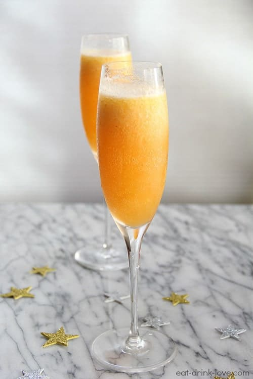 Frozen New Year's Eve Cocktails are such a festive idea! Check out this frozen peach Bellini idea! #love