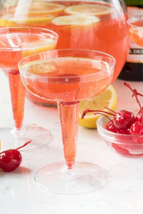 For the cosmo lovers in the house! Pink New Year's Eve cocktails are so festive!