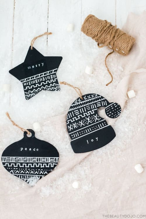 This is such a cute idea for ornaments. So modern!