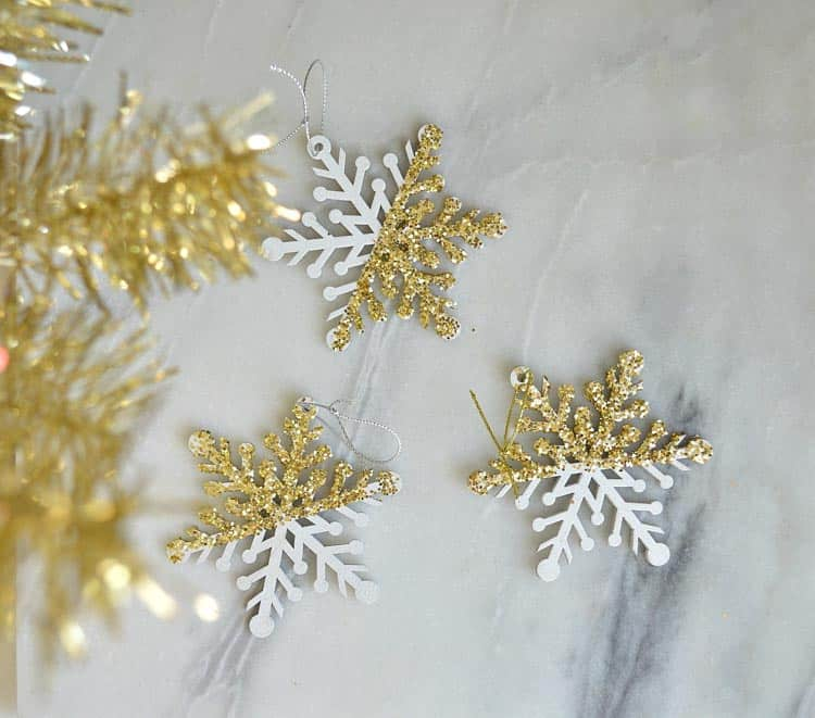 These handmade dipped snowflakes would be so easy to make. heatherednest.com