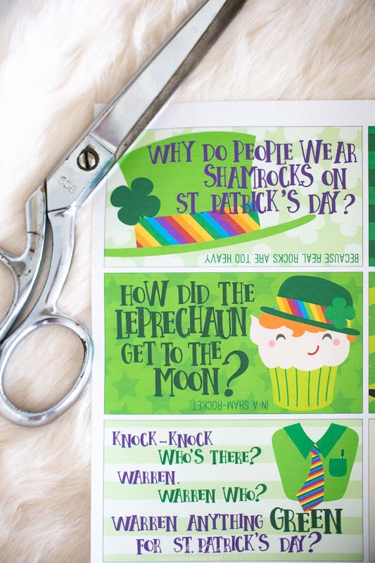 Give your little the LUCK & LAUGHS of the Irish for LUNCH! Pack these FREE PRINTABLE jokes in their lunchbox for the month of March!