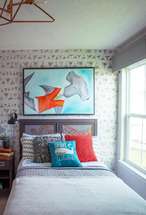 How great is this shark tooth wall? Any little kid - boy or girl - would be so into this shark theme!