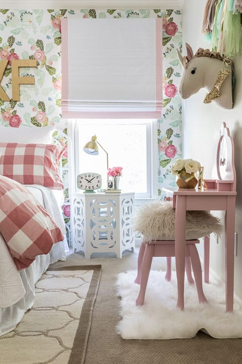 Best girls room idea for a little girl who loves horses! What a fun way to play with design elements!