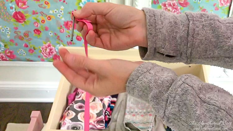 AH-MAZING, and super thrifty, EASY idea! These DIY ribbon drawer pulls are adorable. I'm trying this today! Use any ribbon and takes only 2-3 minutes/pull!! tutorial from heatherednest.com