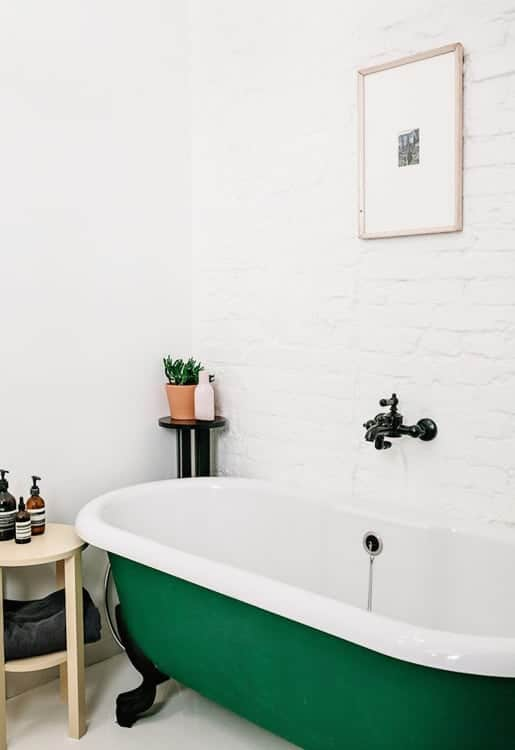 OMG I love the color green on this clawfoot tub. I never thought about painting ours! Genius!