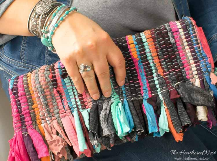 DIY clutch from a chindi rag rug tutorial! Super budget-friendly, and a great summer bag/DIY purse!