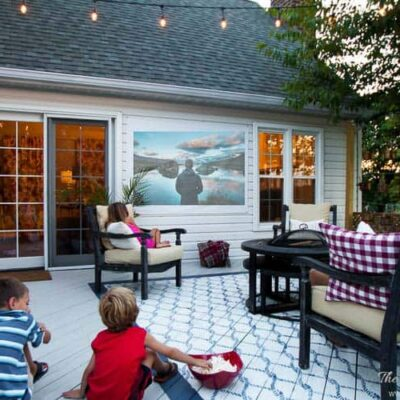 A $10 DIY outdoor movie screen you can make in about 20 minutes!! Outdoor screens are so popular and fun in the summer. DEFINITELY DOING THIS DIY project!!