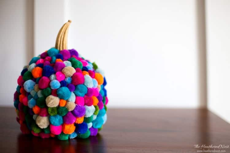 Adorable and easy to make DIY pumpkin pom pom craft from the heatherednest.com