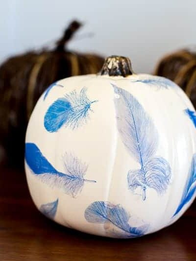 This cool fall pumpkin craft is easy to make! Full tutorial...put any fun fall images you'd like on it! #pumpkin #fall #DIY #craft