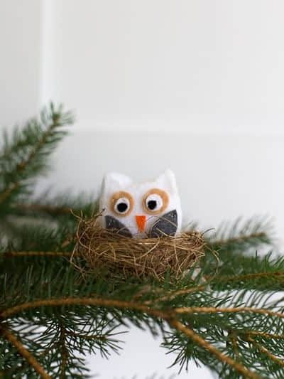 Sweet DIY owl ornament in a nest. The perfect addition to your #Christmastree this #holidayseason #DIYchristmasornament #animalornament #owlornament #feltowlornament