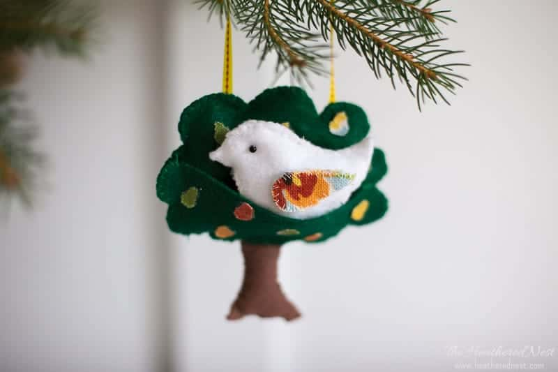 Make this sweet 12 days of Christmas partridge in a pear tree felt ornament!  Adorable - Partridge In A Pear Tree Felt Ornament The Heathered Nest