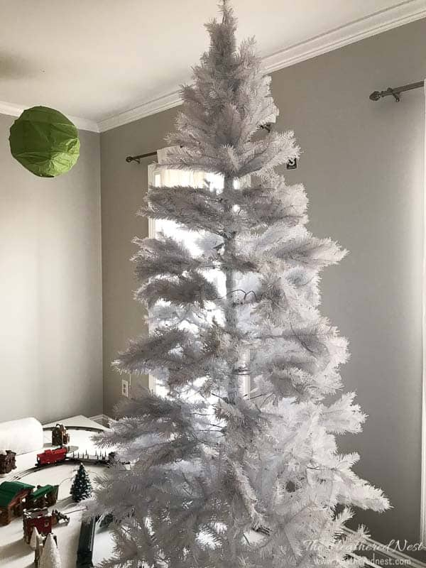 How to get the snowy christmas tree look the easy way the this is the easiest way to get that snowy christmas tree look great solutioingenieria Images