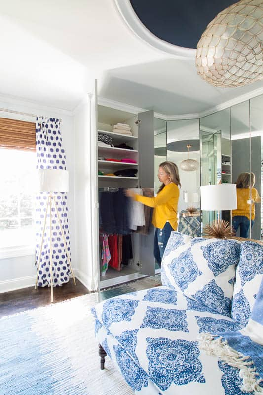 AMAZING walk-in closet design! And it's a DIY project using secondhand Ikea Pax wardrobe system! BEAUTIFUL. LOVE the handbag and shoe storage!! #DIYcloset #Ikeaclosethack #Ikeaclosetsystem #DIYclosetideas #DIYclosetorganization #Ikeahacks #pax #komplement