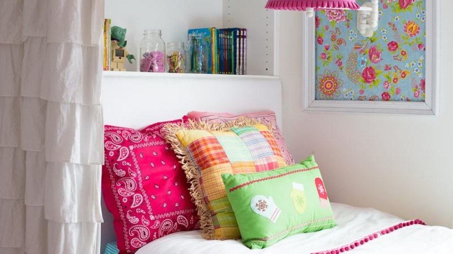 10-minute DIY Pillow Cover from One Dollar Store Bandanas!