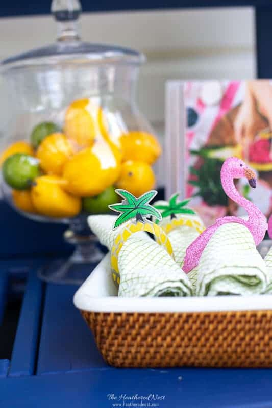 NO WAY! You won't believe what this adorable DIY napkin ring was made from!! This is a great summer craft idea!! Super quick and easy! #DIYnapkinringssummer #simplesummercraft #palmtreecraft #palmtreedecor #napkinringideas #DIYnapkinrings