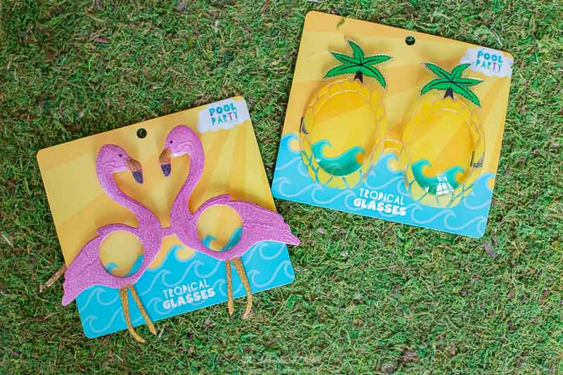 What an adorable and easy summer upcycle project! I can't believe what she made with these flamingo sunglasses and pineapple sunglasses! #summercraft #summercraftideas #easysummercraftforkids #upcycling #flamingo #pineapple