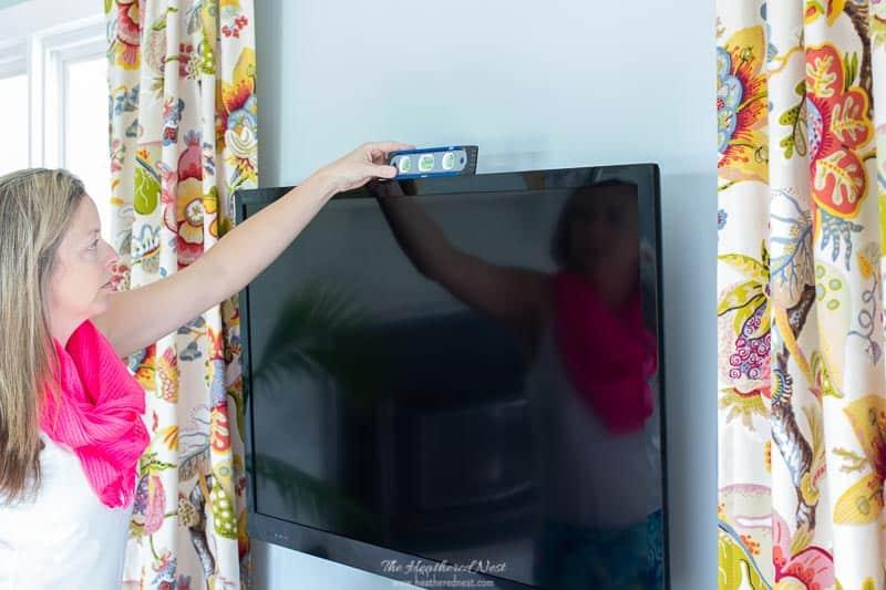 Leveling TV on SANUS wall mount bracket