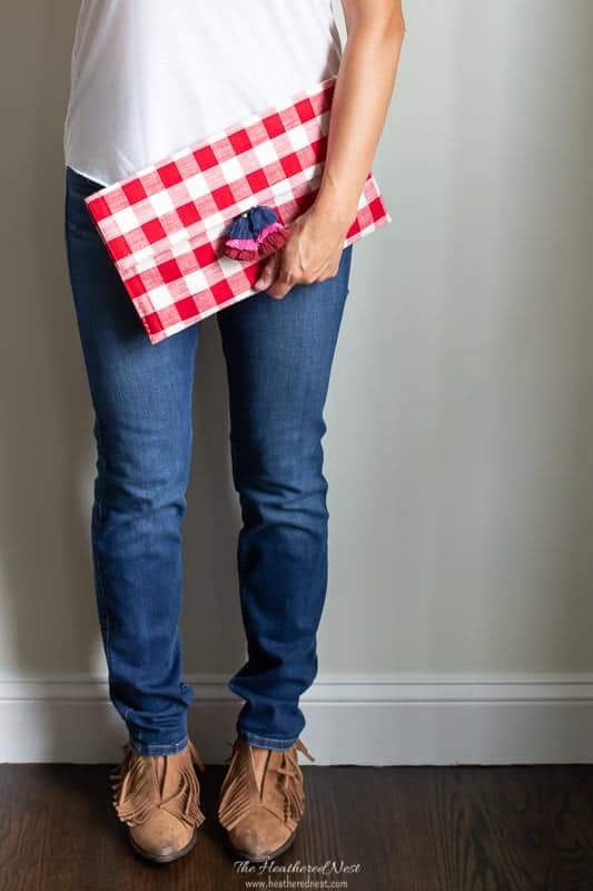 finished DIY red clutch bag made from a buffalo plaid placemat! #howtomakeapurse #DIYclutch #DIYbag #DIYhandbag #buffaloplaidbag #buffalocheckbag #ginghambag #DIYfashionideas #checkprintbag