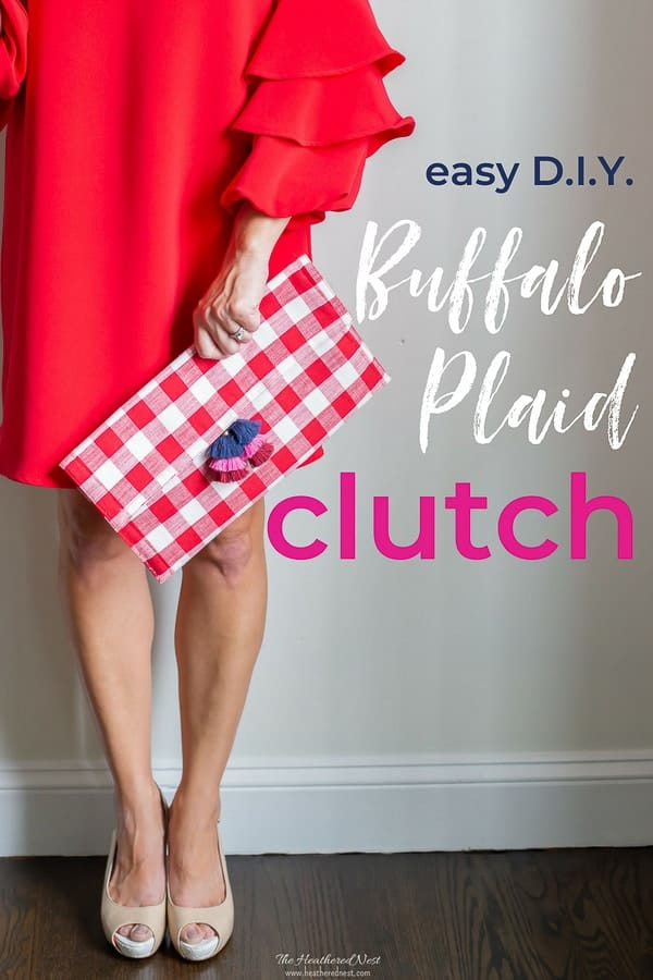 I LOVE buffalo plaid! This DIY red clutch bag is the cutest! And easy DIY handbag made from a gingham placemat. #howtomakeapurse #DIYclutch #DIYbag #DIYhandbag #buffaloplaidbag #buffalocheckbag #ginghambag