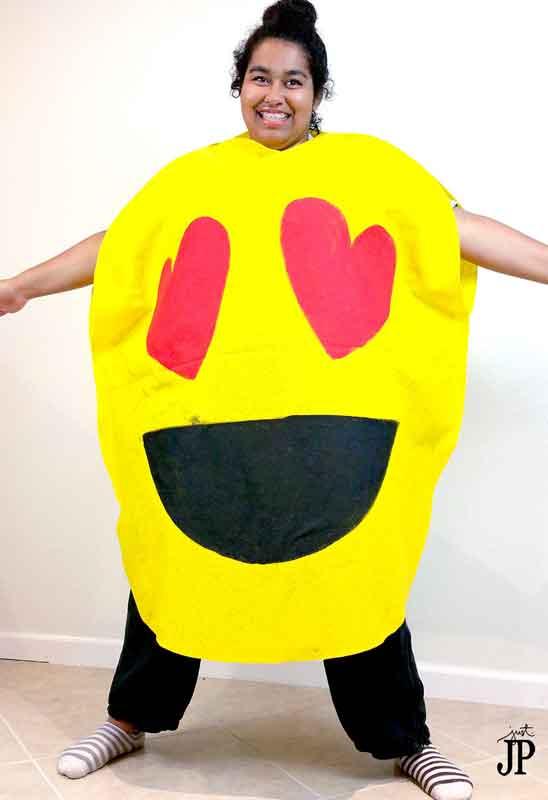 last minute halloween costume idea - heart eye emoji