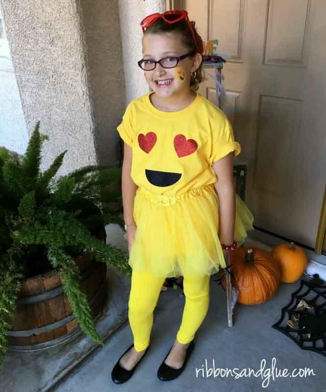 last minute halloween costume idea - heart-eyes emoji