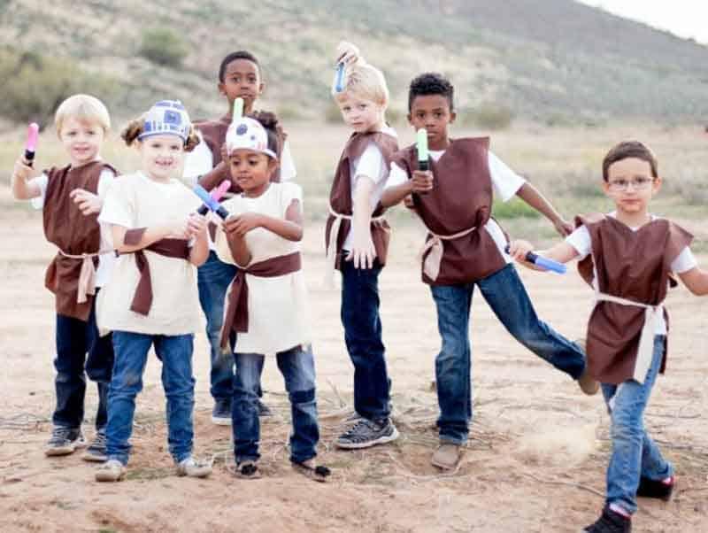 group of kids wearing Jedi last minute halloween costume idea