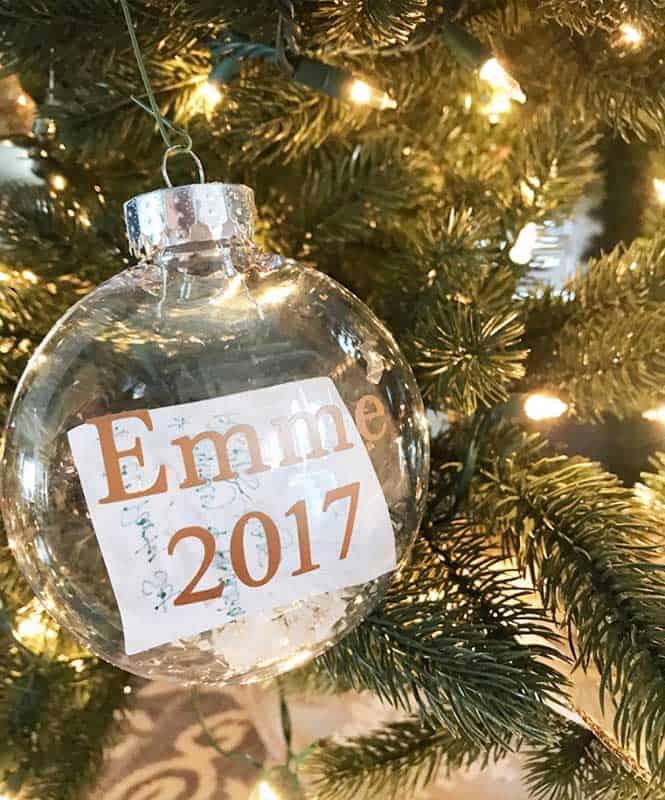 easy Christmas crafts: Santa's list ornaments