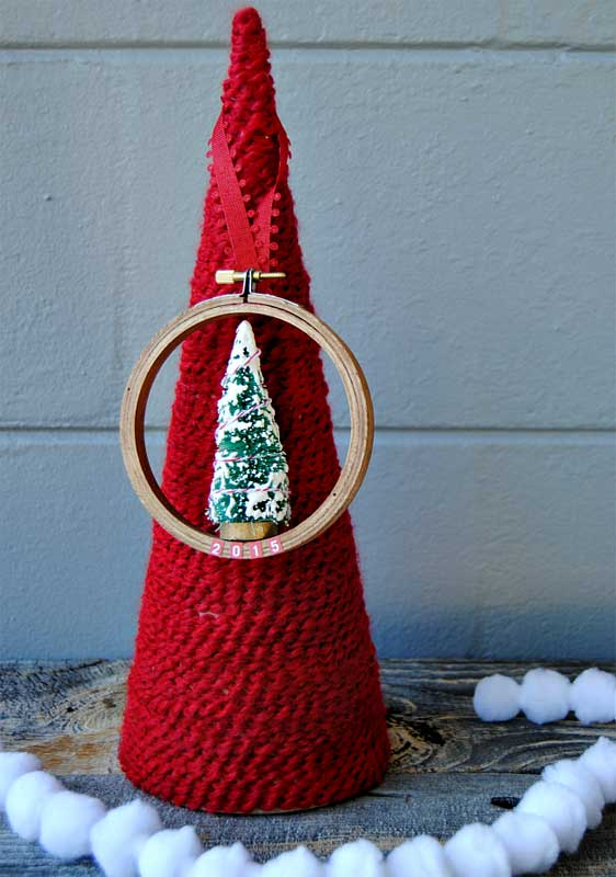 easy Christmas crafts: embroidery hoop ornaments