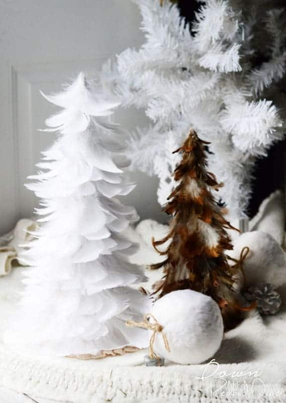 easy Christmas crafts: feathery tabletop Christmas tree