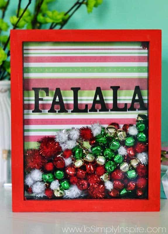 easy Christmas crafts: fa la la shadowbox frame