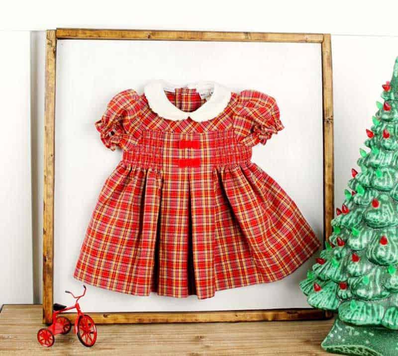 easy Christmas crafts: framed baby Christmas dress