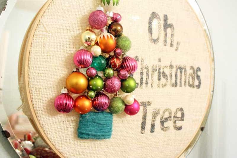 easy Christmas crafts: cross-stitch hoop wall decor