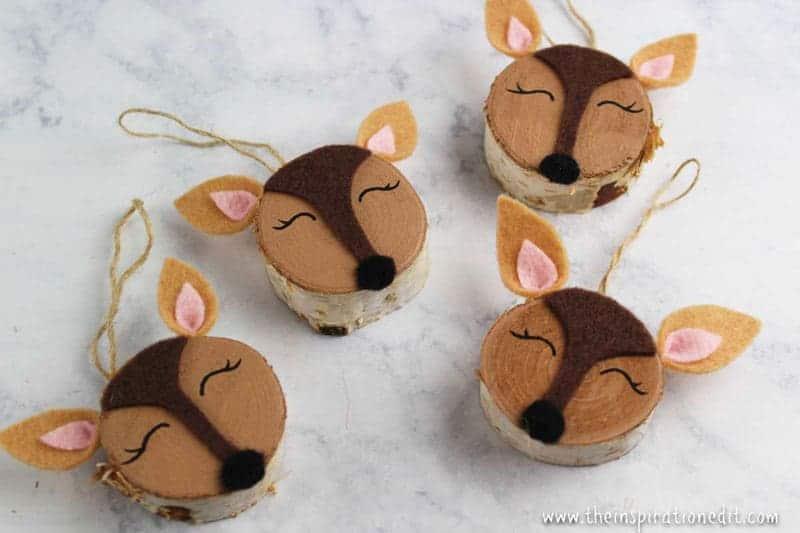 easy Christmas crafts: wood slice deer ornaments