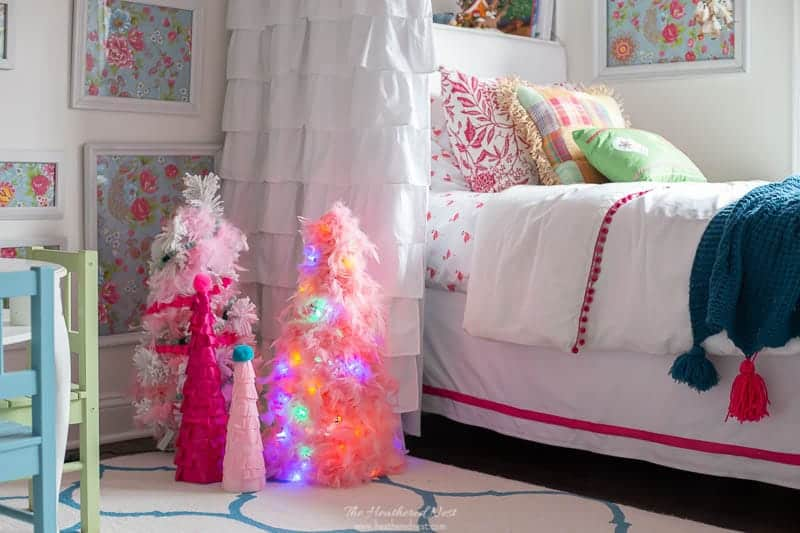 how to make a snowy tomato cage christmas tree with spray adhesive and feather boas!